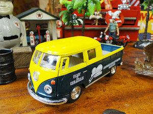 【240914】1963年フォルクス・ワーゲン ピックアップ・ダブルキャブのミニカー 1/34スケール(イエロー×グリーン)/モデルカー/VW/アメ車