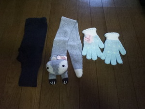 Children's clothes tights (UNIQLO 120 size) Muffler gloves used
