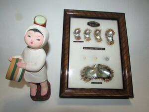 (旧家・蔵出し)(古い時代の真珠母貝成長飾り額と真珠を取る海女さん土人形)貴重・珍品・昭和レトロ