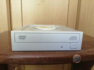 【送料無料】DVDドライブ SATA 1台 DMDH18NS50 白 中古品