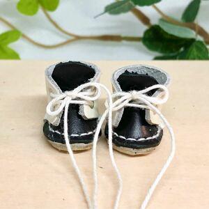革細工 ミニチュア丸ブーツ 一足 miniature boots. ハンドメイド
