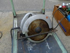 A【石0105275】マキタ 電気マルノコ 235mmサイズ 鉄板ベース 年式不明