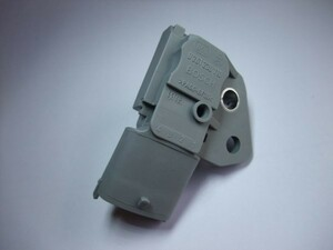 (送料込) ボルボ C30 V70MK2 XC70MK1/MK2 S60MK1 S80MK1-2 XC90 燃料圧力センサー(ボッシュ新品)ガソリンプレッシャー フリーランダーにも