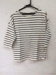 a.v.v オフ白×黒ボーダー肩飾りボタンTシャツ ドロップショルダー サイズM