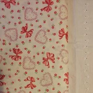 YUWA 松山敦子さんデザイン 綿100%リボンとハートにフラワー きなり系 生地巾約110cm×約50cm