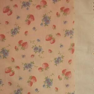 YUWA 松山敦子さんデザイン 綿100% ダブルガーゼ いちご柄 ピンク系 生地巾の半分×約50cm