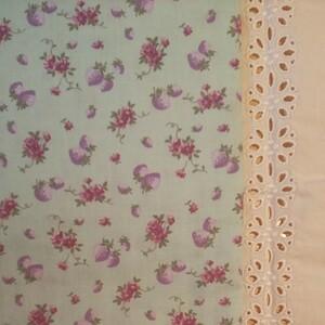 YUWA 松山敦子さんデザイン 綿100% ダブルガーゼ いちご柄 グリーン系 生地巾の半分×約50cm