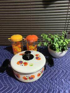 昭和レトロ ホーロー 両手鍋 と醤油入れ2点 IH対応 花柄 調味料入れ 調理器具 昭和レトロポップ 当時物 3点セット