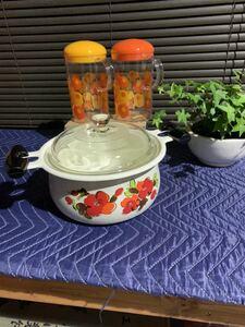昭和レトロポップ 両手鍋 と醤油さし2個 ホーロー 鍋 花柄 ガラス蓋 当時物 新品未使用 調理器具 料理 蓋付き 合計3点セット