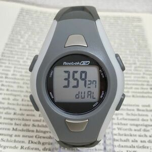 ★Reebok デジタル 多機能 腕時計★ リーボック アラーム クロノ タイマー 稼動品 F3669
