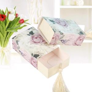 ◆最安にします◆ギフトボックス 50個セット 花柄 バラ フリンジ紐付き バレンタイン お誕生日会 結婚式 ラッピング プレゼント AT12248