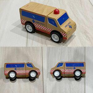 Click Clack クリック クラック 救急車 おもちゃ 車 木製玩具 分解組み立てできる 木のおもちゃ 男の子 女の子 赤ちゃん ベビー baby
