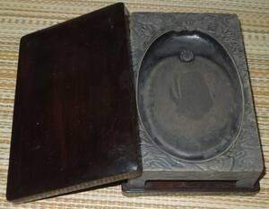 書道具 硯・古硯  澄泥硯 龍文 硯本体のサイズは:約18.3cm×11.8cm×3.6cm 上下唐木蓋