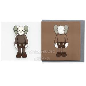 【新品未使用】KAWS NGV パフィーステッカー&グリーティングカード コンパニオン (ブラウン) カウズ Greeting Card & Puffy Sticker
