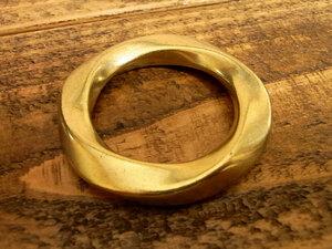 ツイスト マルカン ヒネリ 丸カン 真鍮 無垢 ブラス 32mm レザー ベルト 革 3.2cm リング カスタム キーホルダー レザークラフトに