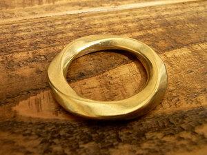 ツイスト マルカン ヒネリ 丸カン 真鍮 無垢 ブラス 27mm レザー ベルト 革 2.7cm リング カスタム キーホルダー レザークラフトに