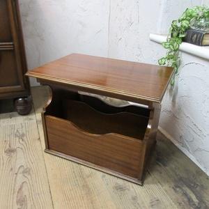 イギリス アンティーク 家具 セール マガジンラック ラック シェルフ 本棚 サイドテーブル 木製 英国 SMALLFUNITURE 6401b 特価