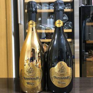 プレミアムシャンパン2本セット ヴィクトワール オーク ゴールド 2008年とヴィクトワール オーク ブラック 2008年。