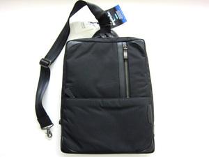 新品 タケオキクチ TAKEO KIKUCHI 日本製ボディバッグ 防水ビジネスバッグ 黒A4 送料無料 ロイズ
