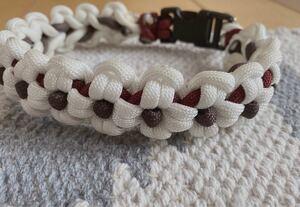パラコード編みお花の首輪
