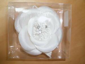白のコサージュ 未使用品  結婚式 二次会 パーティー 卒業式 入学式 謝恩会 にどうぞ! 定形外300円
