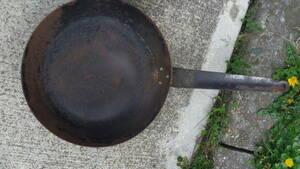 業務用 鉄 フライパン大28㎝ サイズ大小多数出品してあります。