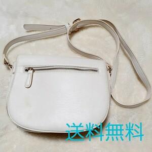 白のショルダーバッグ