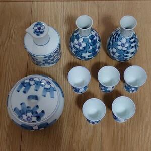 食器セット(醤油さし・蓋付き小鉢・徳利・お猪口)