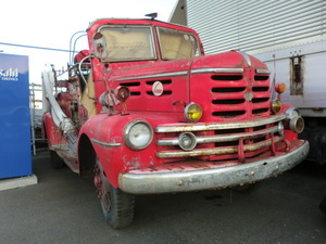 Showa Retro bonnet fire-engine Isuzu TX351 old car