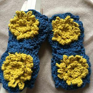 ハンドメイド♪編み物♪ハンドウォーマー ♪綿♪花モチーフ青&黄