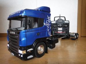 タミヤ 1/14 スカニア 10tトラック用単車シャーシー 後輪2軸駆動のマルチファンクション・送受信機付き デコトラ・改造に如何?