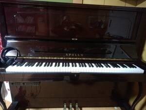 ピアノ、アポロピアノ消音機能つき、数十曲自動演奏。音も多種類、普通のピアノとしても利用色はワインレッド