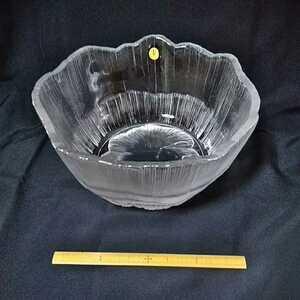 ガラス深皿 HOYA 保谷クリスタル 直径24~27cm 重量感あります。