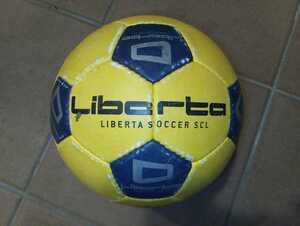 中古 LIBERTA リベルタ サッカースクール オリジナル サッカーボール 子供用 黄色 紺色