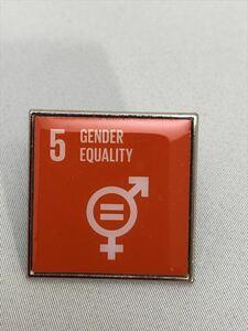 (国連ブックショップ購入・送料無料)SDGsピンバッジ 1個(5: ジェンダー平等の実現 ・ジェンダーイコール(ラバークラスプ再生素材)UN31