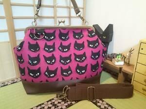黒猫 おすまし cat ピンク ネコ にゃんこ 猫 赤 がま口 3way ショルダー バッグ ハンドメイド 手提げ 斜めかけ 和装 着物 長財布 入ります