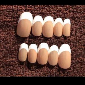 白フレンチ ベージュベース ネイルチップ 繰り返し使える ブライダルネイル 付け爪
