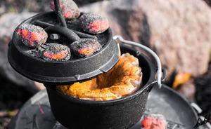 【キャンプでも豪華な食事を】 鋳鉄製ダッチオーブン コンパクト 1~2人用 料理 調理 アウトドア BBQ バーベキュー