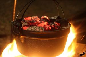 【リッドリフター付き】 鋳鉄製ダッチオーブン 容量:4L アウトドア キャンプ BBQ バーベキュー 料理 調理