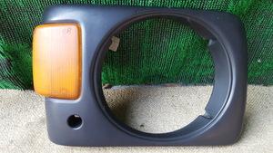 O#100 サンバートラック KS4 平成2年7月 純正右ヘッドライトベゼル 運転席側 R ウインカー マーカー2110R