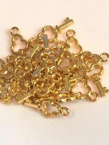 カギ チャーム ハート ゴールド キー 鍵 ハンドメイド 大量 かわいい ピアス イヤリング キーチャーム ペンダントヘッド 四葉
