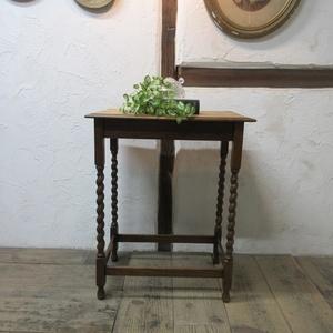 イギリス アンティーク 家具 サイドテーブル オケージョナルテーブル ツイストレッグ 飾り棚 花台 木製 英国 SMALLTABLE 6935b