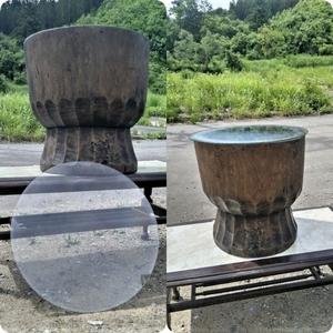 【天】ケヤキのちょうな削りが素晴らしい 奥州臼の丸テーブル 中に飾れる お洒落な強化丸ガラス付き