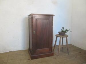 タQ710◆H85cm◆イギリスアンティーク◆重厚な味わいの古い木製キャビネット◆英国家具飾り棚陳列台電話台Kパ