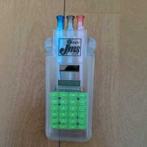 ソーラー電卓ケース入り3色ペン 電卓 赤青黒ペン ペン