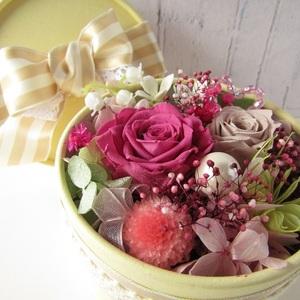 お花いっぱいの宝石箱みたいなアレンジ プリザーブドフラワー ボックスアレンジ フラワーギフト