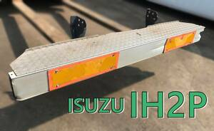 いすゞエルフ ISUZU ELF IH2P アルミリアバンパー・リヤバンパー・ISUZU IA3ステー付き・反射板 縞板・訳あり・・追突防止・車検