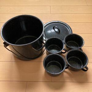 ホーロー鍋、フタ、カップ4つ セット