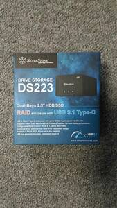 ★新品同様品 SilverStone(シルバーストーン)外付け2.5インチHDDケース 2台収納 HDD&SSD&RAID対応 冷却ファン装備【SST-DS223】★