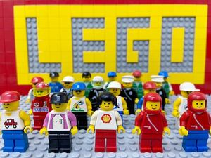☆タウン☆ レゴ ミニフィグ 大量20体 おさげ 警察官 レーサー ツールドフランス など ( LEGO 人形 レトロ 住民
